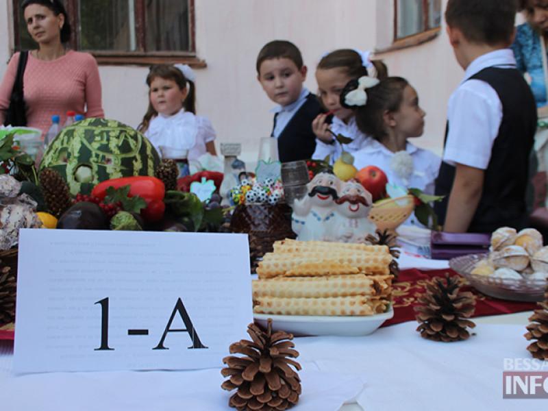 IMG_6140-800x600 Измаил: дары осени и море сладостей на ярмарке в ОШ № 7 (фото)