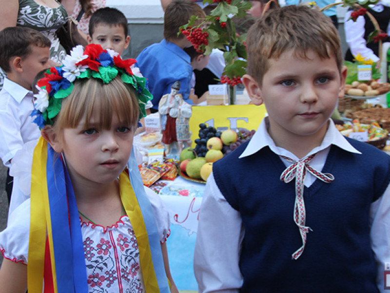 IMG_6168-800x600 Измаил: дары осени и море сладостей на ярмарке в ОШ № 7 (фото)