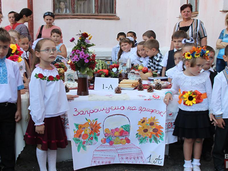IMG_6180-800x600 Измаил: дары осени и море сладостей на ярмарке в ОШ № 7 (фото)