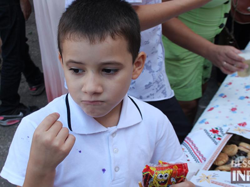 IMG_6185-800x600 Измаил: дары осени и море сладостей на ярмарке в ОШ № 7 (фото)