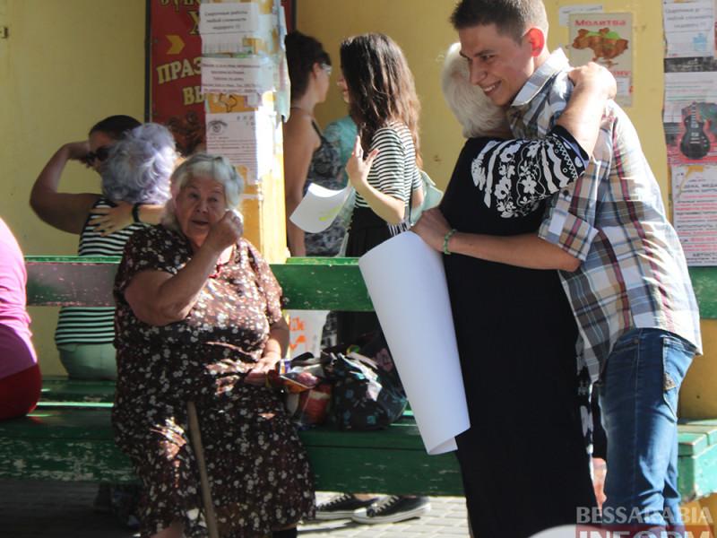 "Флешмоб ""Обниму даром"" в Измаиле (фоторепортаж)"