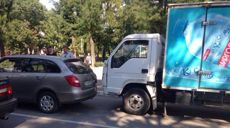 "IQnTX15Usc В Измаиле произошло еще одно ДТП из-за ""замечтавшегося"" водителя"