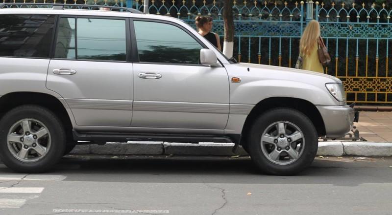 a13-800x440 В Сеть выложили фото элитных автомобилей будущих прокуроров Одесской области