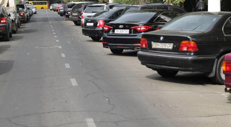 a14-800x440 В Сеть выложили фото элитных автомобилей будущих прокуроров Одесской области