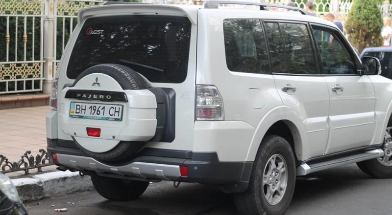 a16-800x440 В Сеть выложили фото элитных автомобилей будущих прокуроров Одесской области
