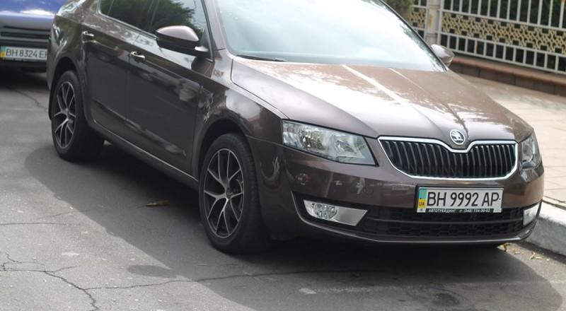 a17-800x440 В Сеть выложили фото элитных автомобилей будущих прокуроров Одесской области