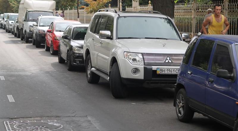 a18-800x440 В Сеть выложили фото элитных автомобилей будущих прокуроров Одесской области