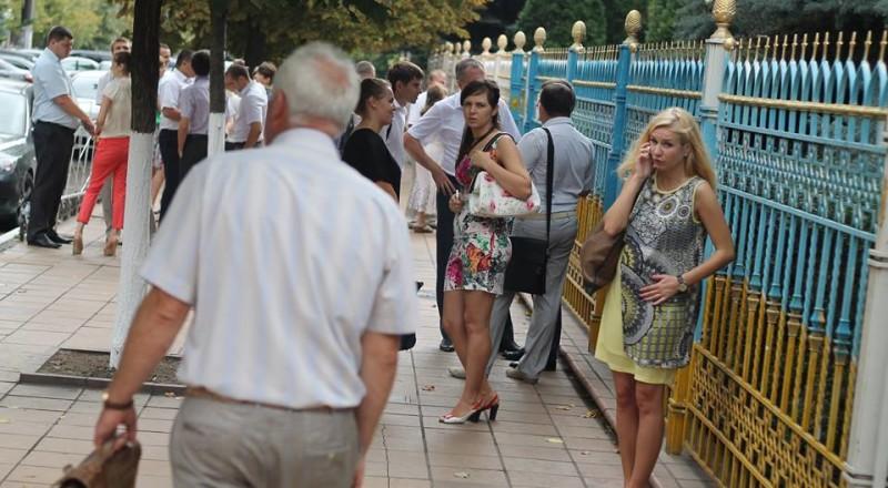 a19-800x440 В Сеть выложили фото элитных автомобилей будущих прокуроров Одесской области