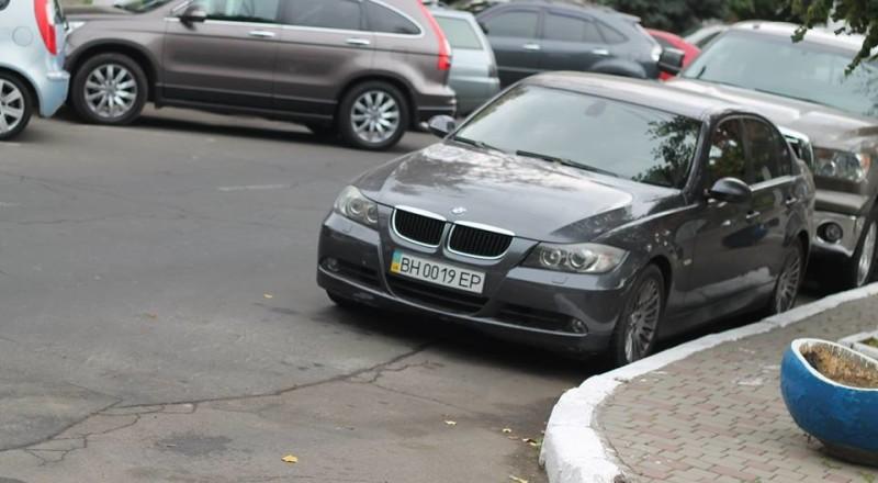 a5-800x440 В Сеть выложили фото элитных автомобилей будущих прокуроров Одесской области
