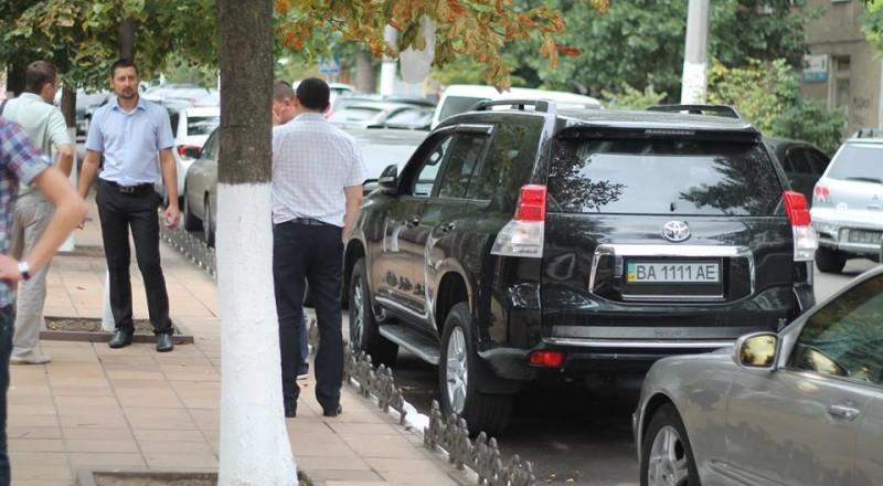a6-800x440 В Сеть выложили фото элитных автомобилей будущих прокуроров Одесской области