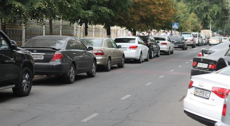 a8-800x440 В Сеть выложили фото элитных автомобилей будущих прокуроров Одесской области