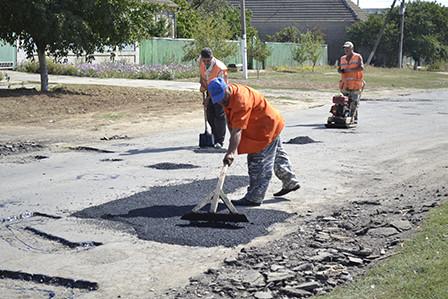 bg2-448x299 Болградские дороги ремонтируются за счет сбора средств местного населения