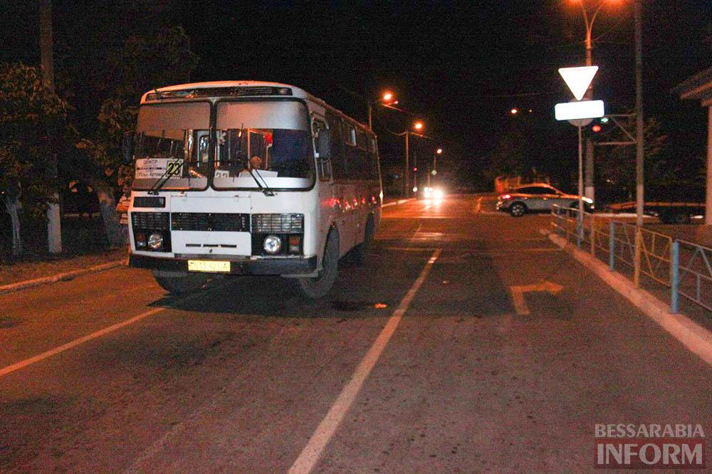 "bhxXXjUIMXc Вечернее ДТП в Измаиле: маршрутное такси не поделило дорогу с ""ВАЗ""ом"