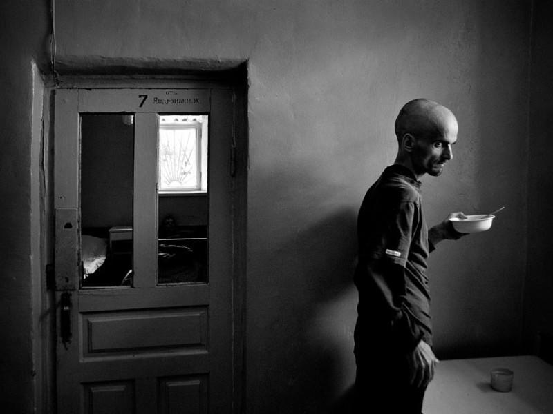 f8-800x600 Измаильский фотограф всколыхнул мировую общественность своми работами о психиатрической больнице