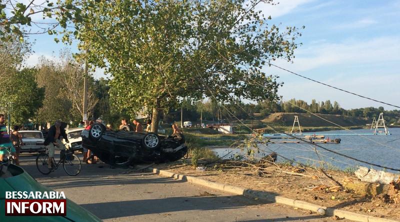 image-04-09-15-06-09-800x445 В Сергеевке пьяный водитель на BMW снес столб и дерево (фото)