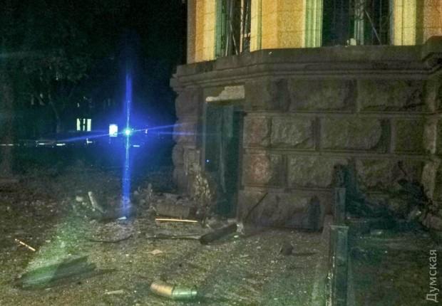 В Одессе у здания СБУ взорвали бомбу (фото)