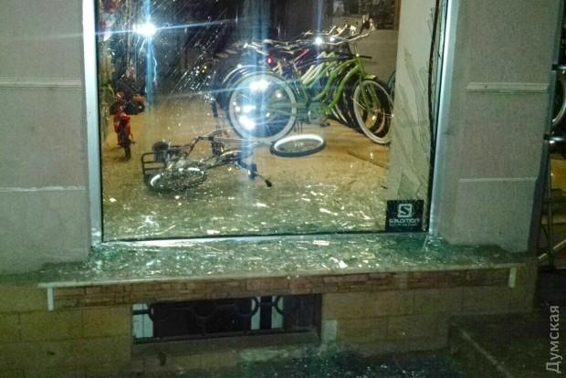 picturepicture_63380757129804_32296 В Одессе у здания СБУ взорвали бомбу (фото)