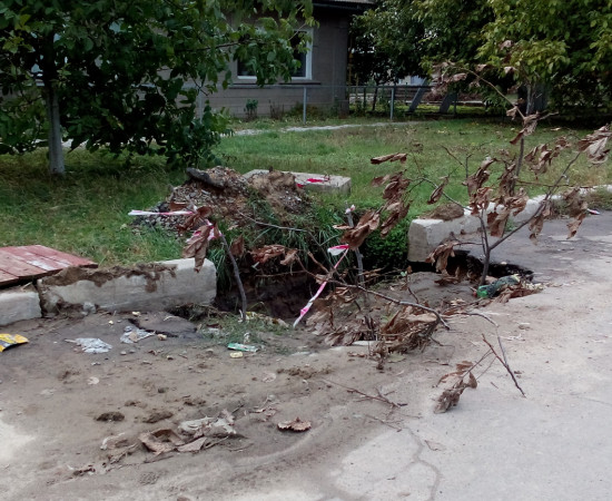 В Болграде ливни привели к разрушению асфальта (фото)