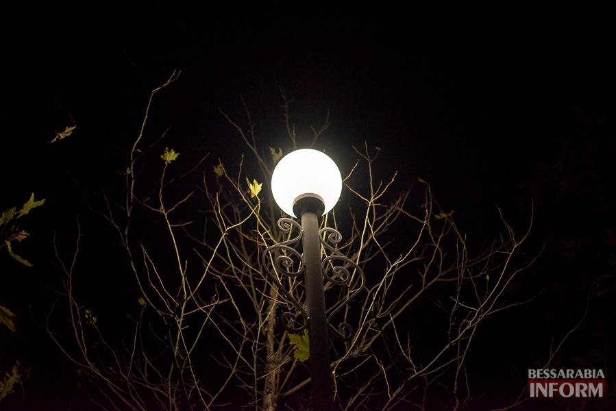 В Измаиле в Парке Памяти засверкали фонари (фото)
