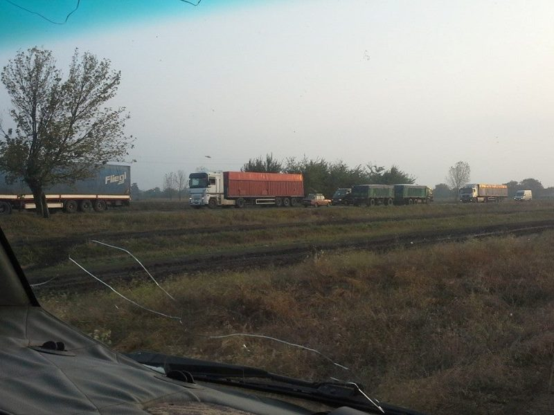 Из-за перекрытия трассы Одесса-Рени жители Бессарабии вынуждены ехать в Одессу по полям (фото)