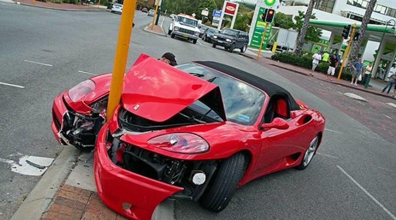 Porsche которые ри протаранила авария произошла возле входа казино monte online casino with bonuses