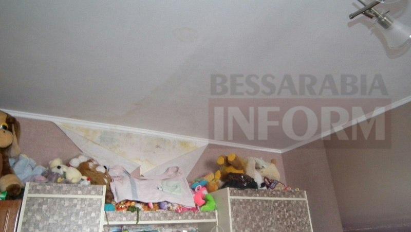 561dfc03302ae_3q1RiOWX2Bw Измаил: крыша течет - ЖЭКу незачет (фото)