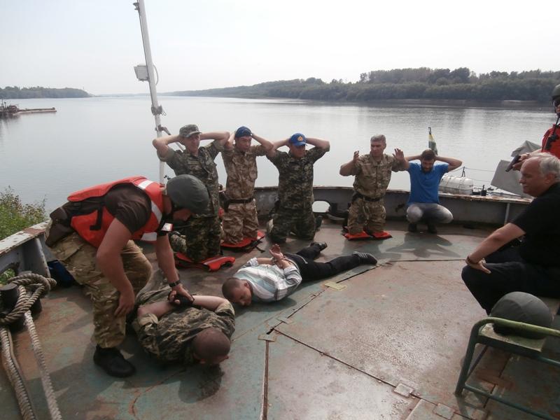 Foto-704 Измаильские моряки-пограничники получили сертификаты международного класса (фото)