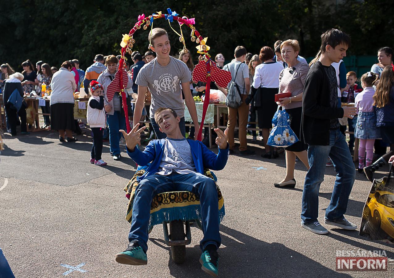 SME_00211 Измаил: в ОШ №16 прошла благотворительная сладкая ярмарка (фото)