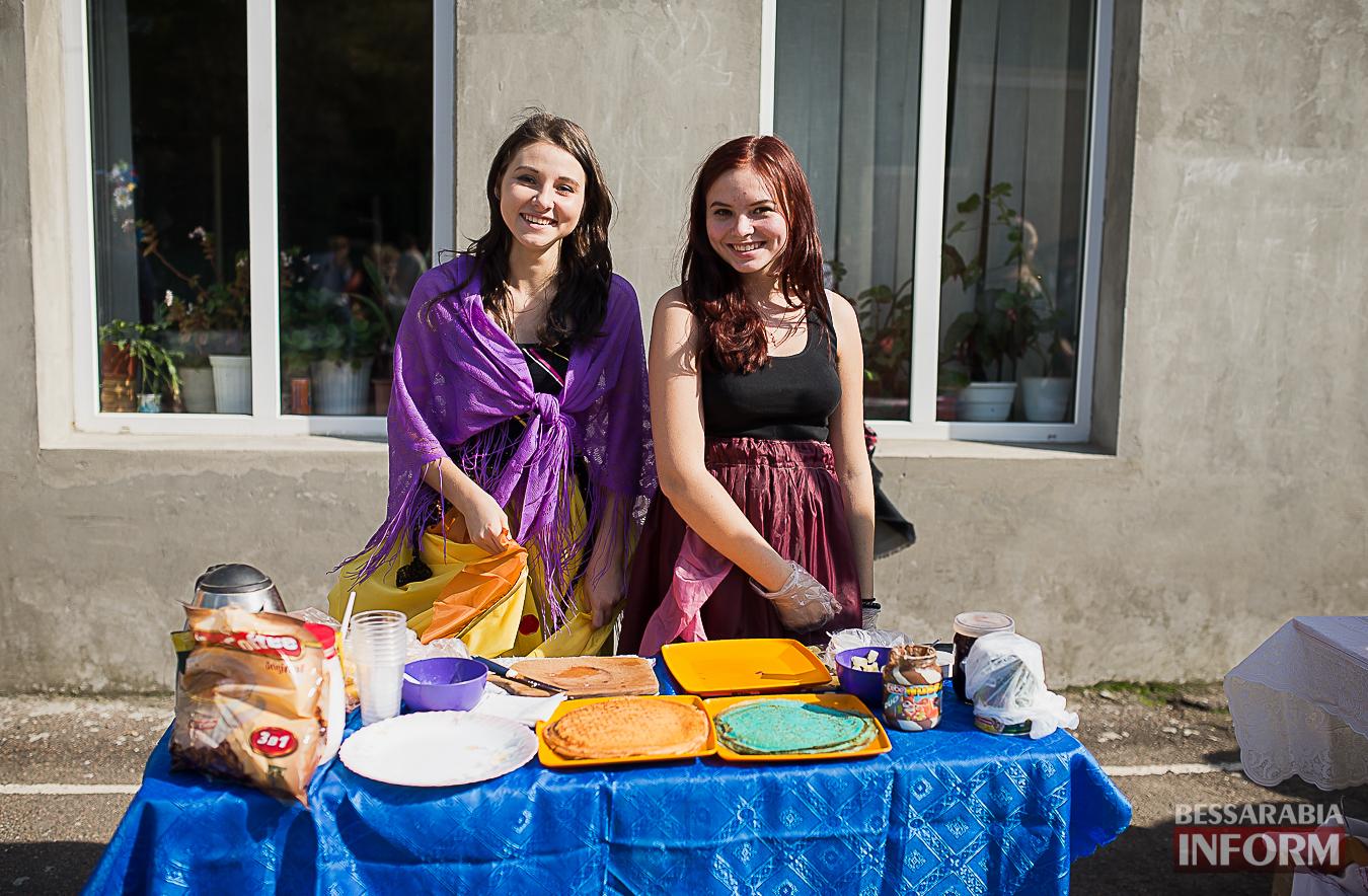 SME_0023 Измаил: в ОШ №16 прошла благотворительная сладкая ярмарка (фото)