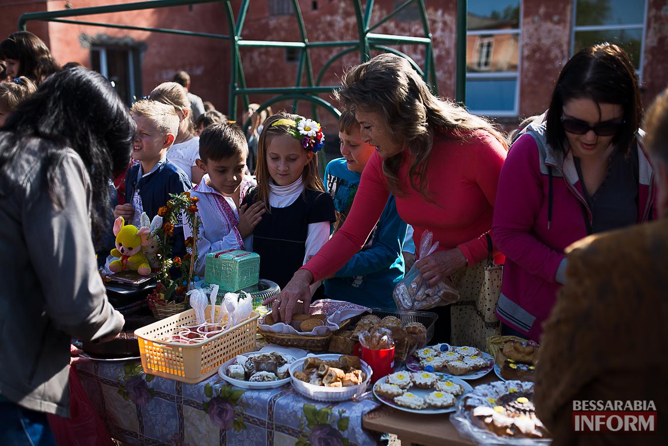 SME_0025 Измаил: в ОШ №16 прошла благотворительная сладкая ярмарка (фото)