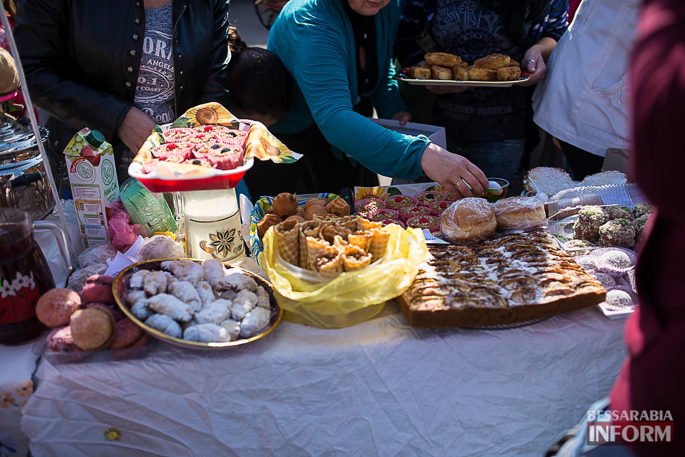 SME_0030 Измаил: в ОШ №16 прошла благотворительная сладкая ярмарка (фото)