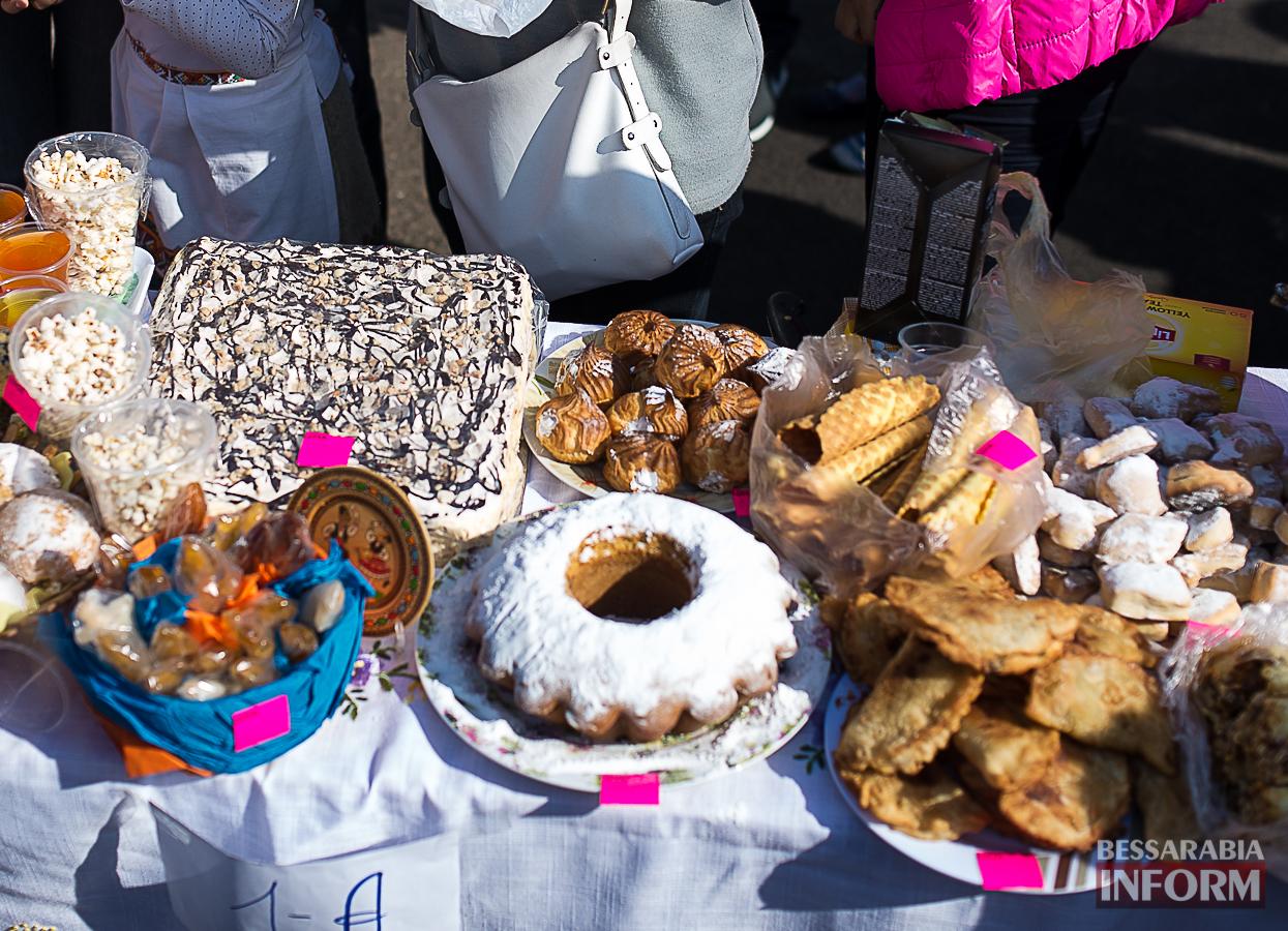 SME_0035 Измаил: в ОШ №16 прошла благотворительная сладкая ярмарка (фото)