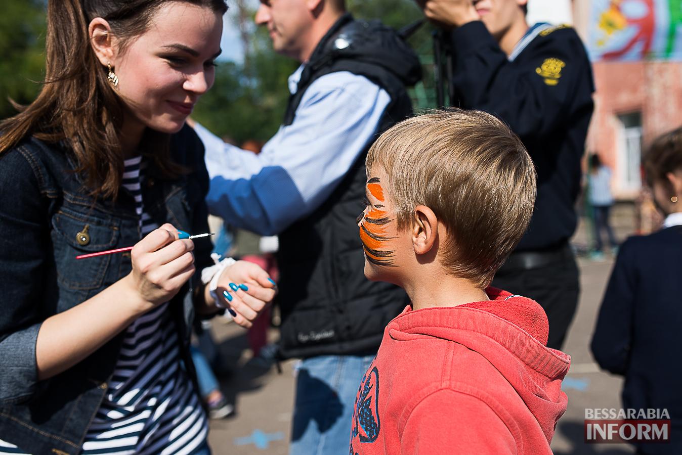 SME_0064 Измаил: в ОШ №16 прошла благотворительная сладкая ярмарка (фото)