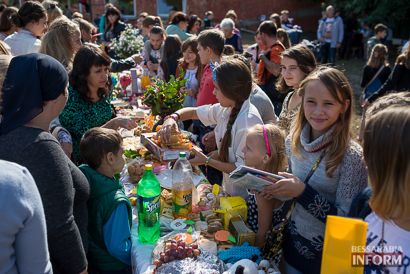 SME_0068 Измаил: в ОШ №16 прошла благотворительная сладкая ярмарка (фото)