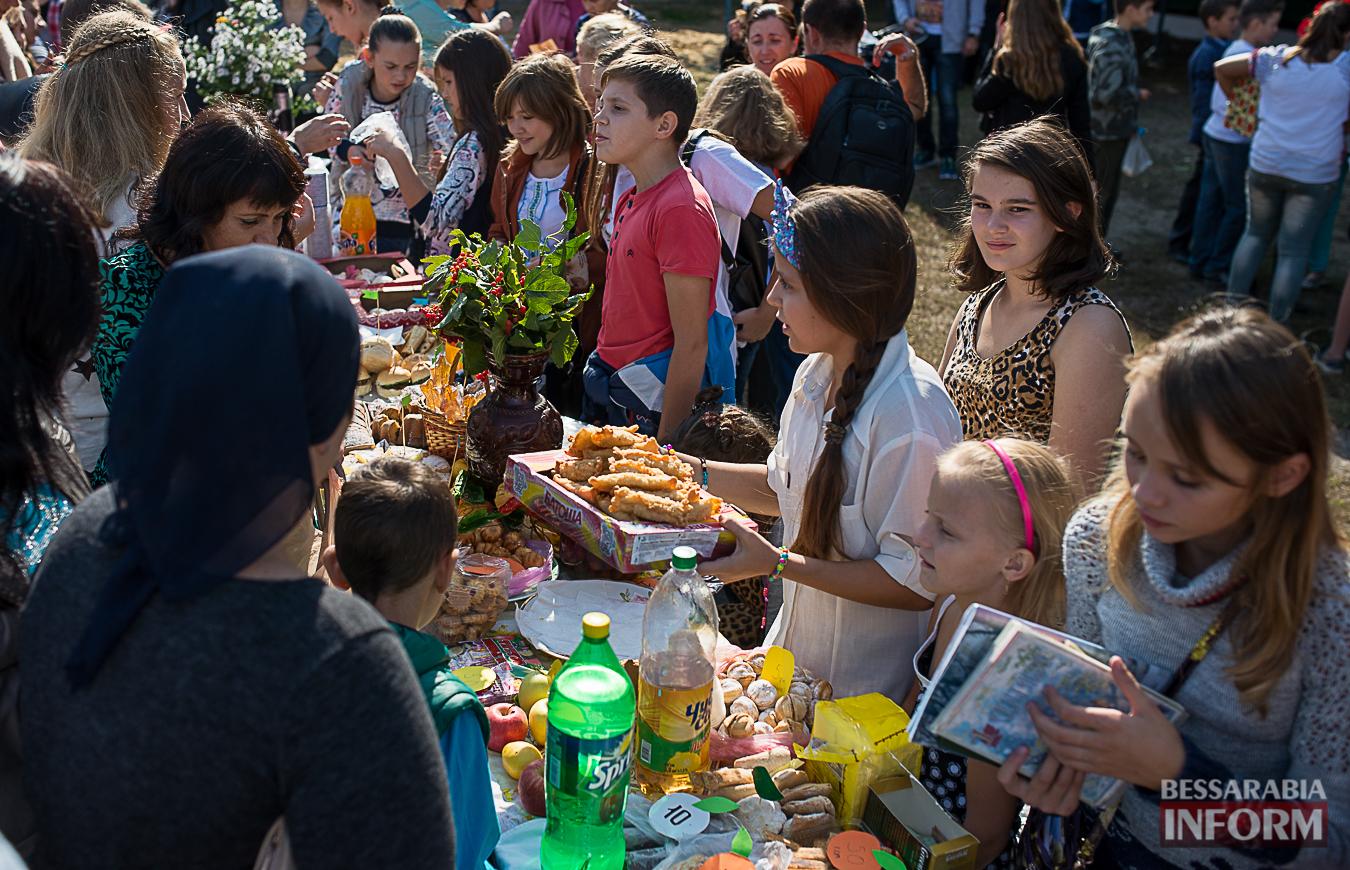 SME_0070 Измаил: в ОШ №16 прошла благотворительная сладкая ярмарка (фото)