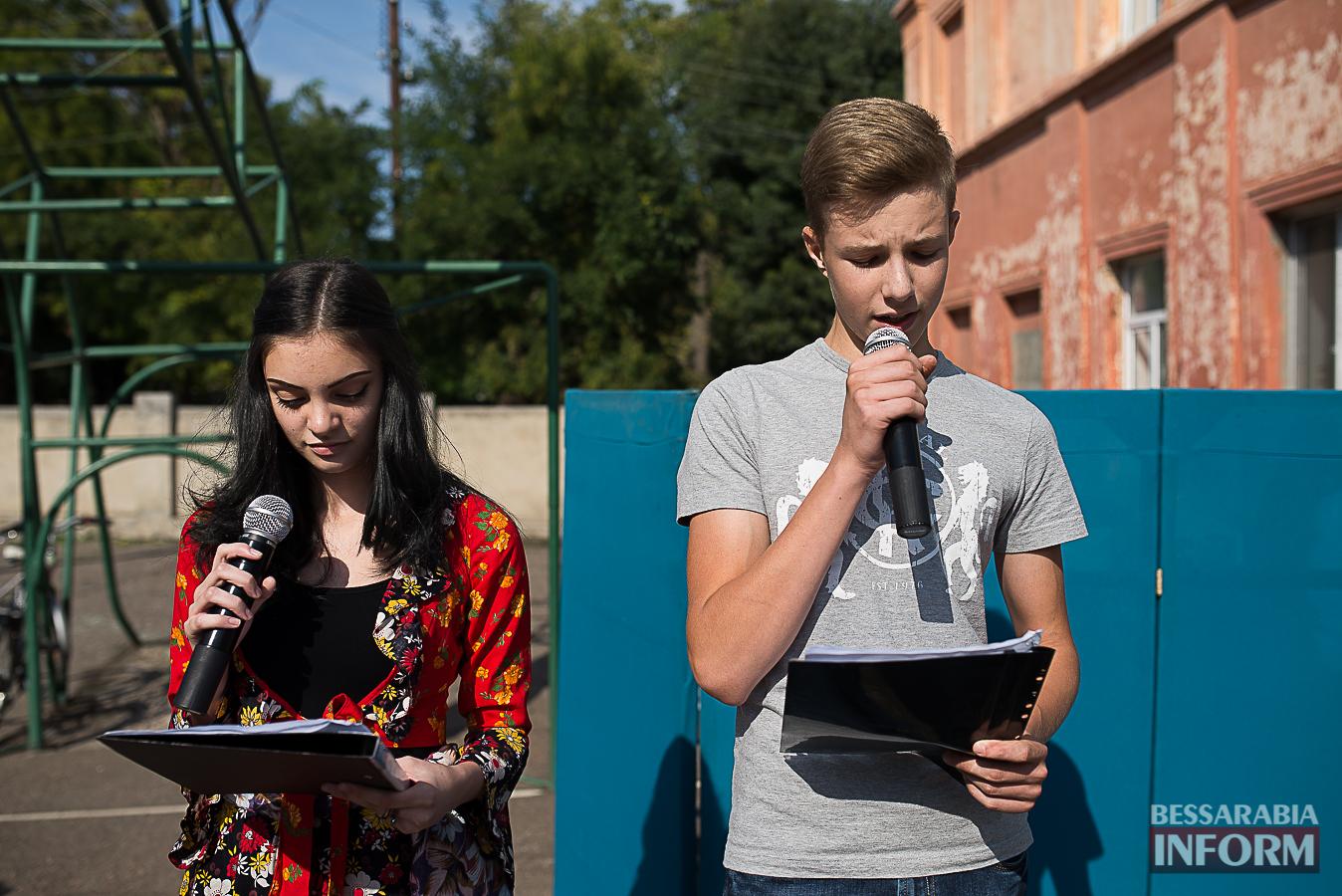 SME_0073 Измаил: в ОШ №16 прошла благотворительная сладкая ярмарка (фото)