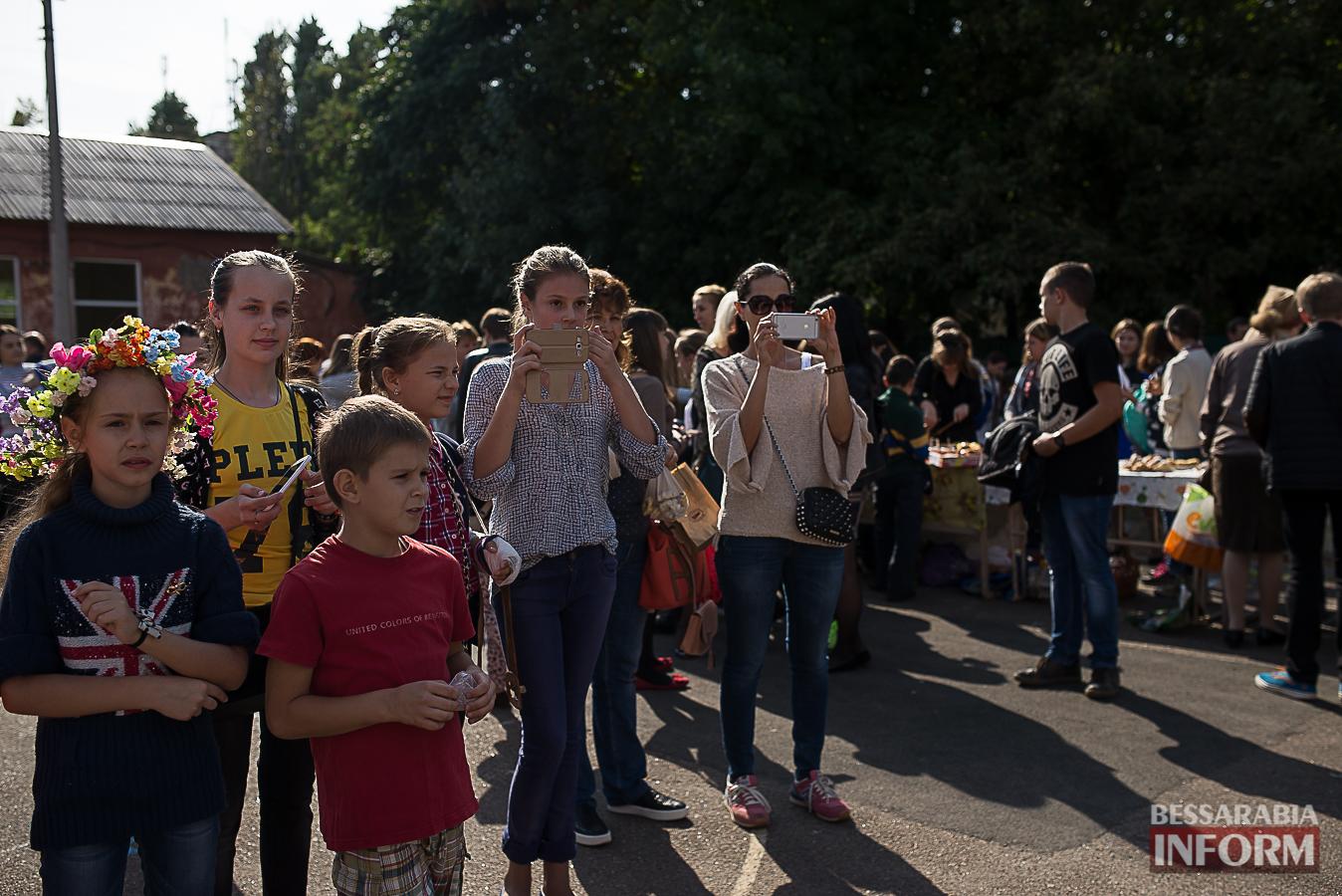 SME_0078 Измаил: в ОШ №16 прошла благотворительная сладкая ярмарка (фото)