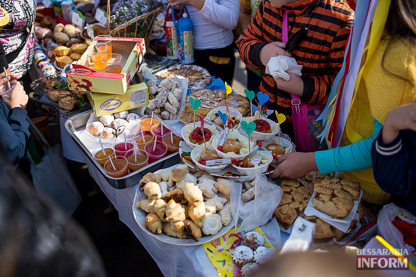 SME_0104 Измаил: в ОШ №16 прошла благотворительная сладкая ярмарка (фото)