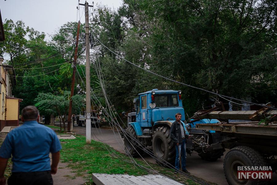 В Измаиле продолжают менять электроопоры (фото)