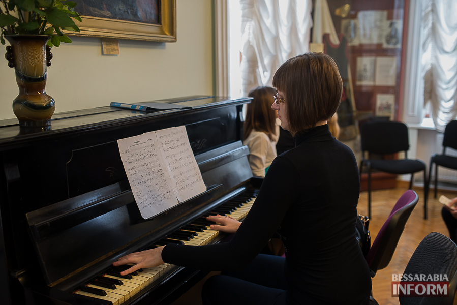 SME_1887 Музыка и поэтическое искусство родного Измаила в музее А.В. Суворова (фото)