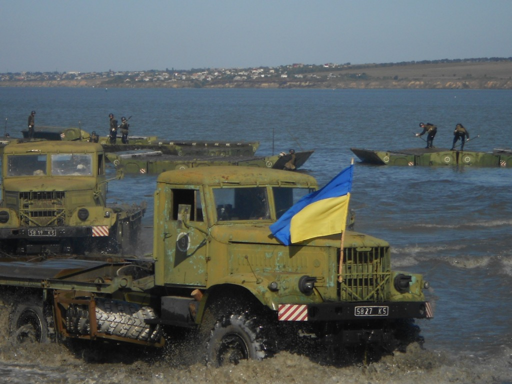 В Белгород-Днестровском прошли учения понтонно-мостового полка