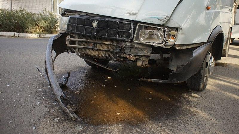 hC5VvRIF6OU ДТП: в Измаиле не поделили дорогу BMW и Газель (фото)