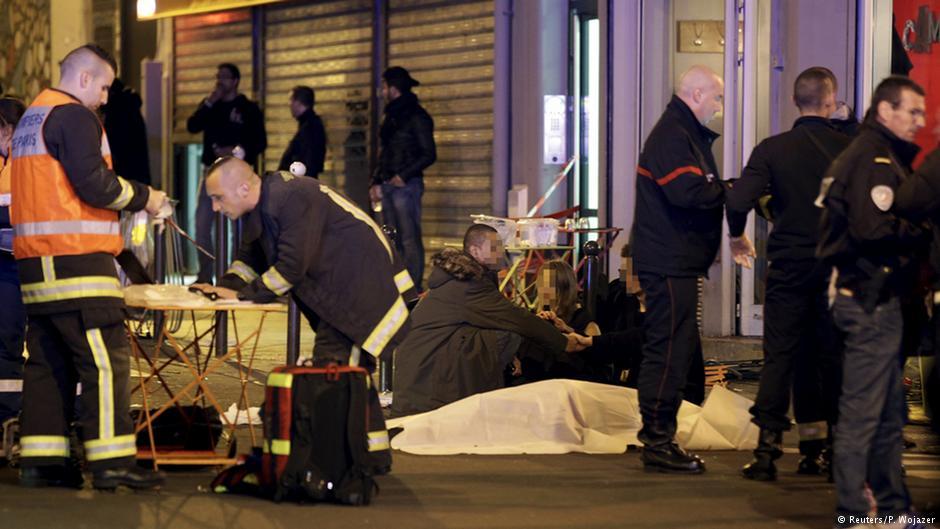 В результате терактов в Париже погибло более 150 человек