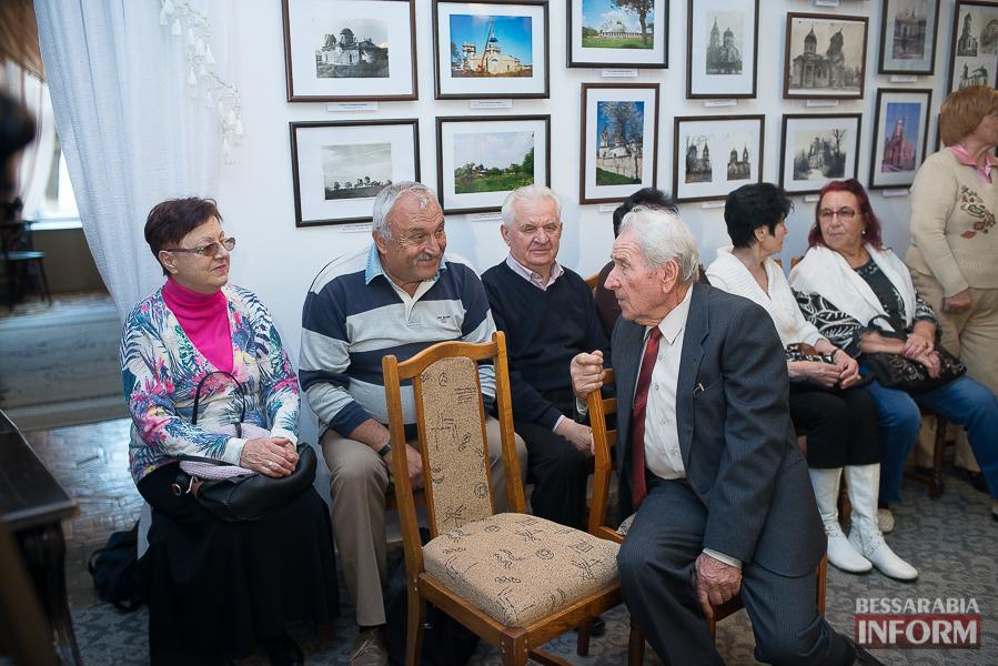 106 Измаильский поэт Леонид Андреев презентовал новую книгу