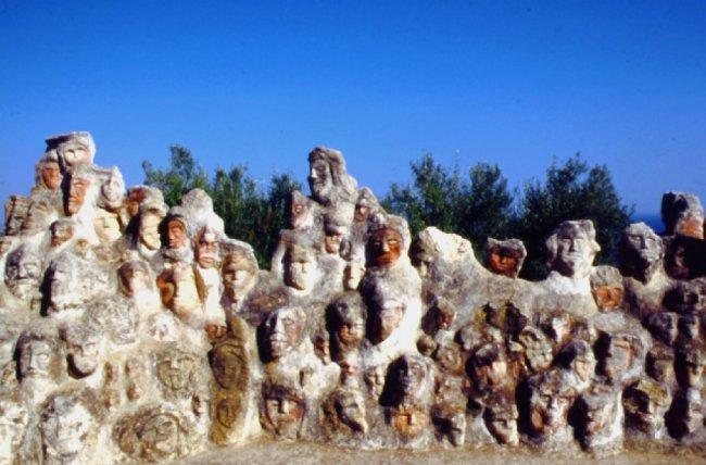 1212 Один в поле (храмы, построенные собственноручно) - (26 фото)