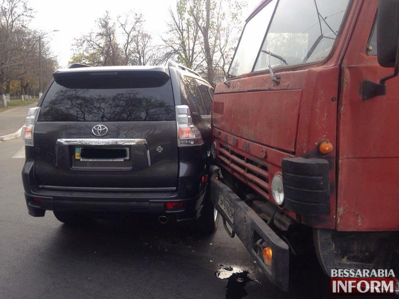 В Измаиле КАМАЗ протаранил Toyota Land Cruiser (ФОТО)