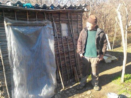 2h2zagzwcpo_500x375 В одной из лесопосадок Саратского р-на обнаружен лесной человек (ФОТО)