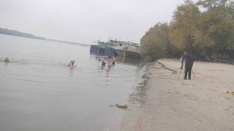 43 Моржи Придунавья открыли сезон зимнего плавания (фото)