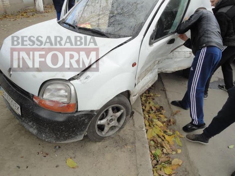 5640841c9a256_35345 Измаил: на Папанина в результате ДТП опрокинулся автомобиль (ФОТО)