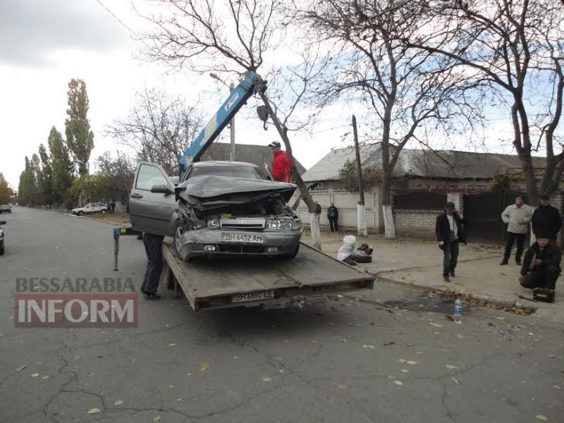 56408b1612c8a_unnamed Измаил: на Папанина в результате ДТП опрокинулся автомобиль (ФОТО)